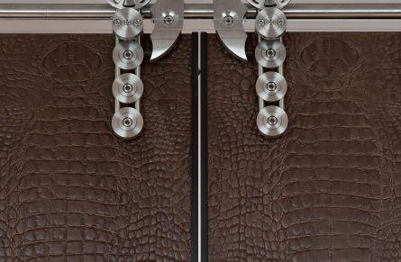 10 exclusive door