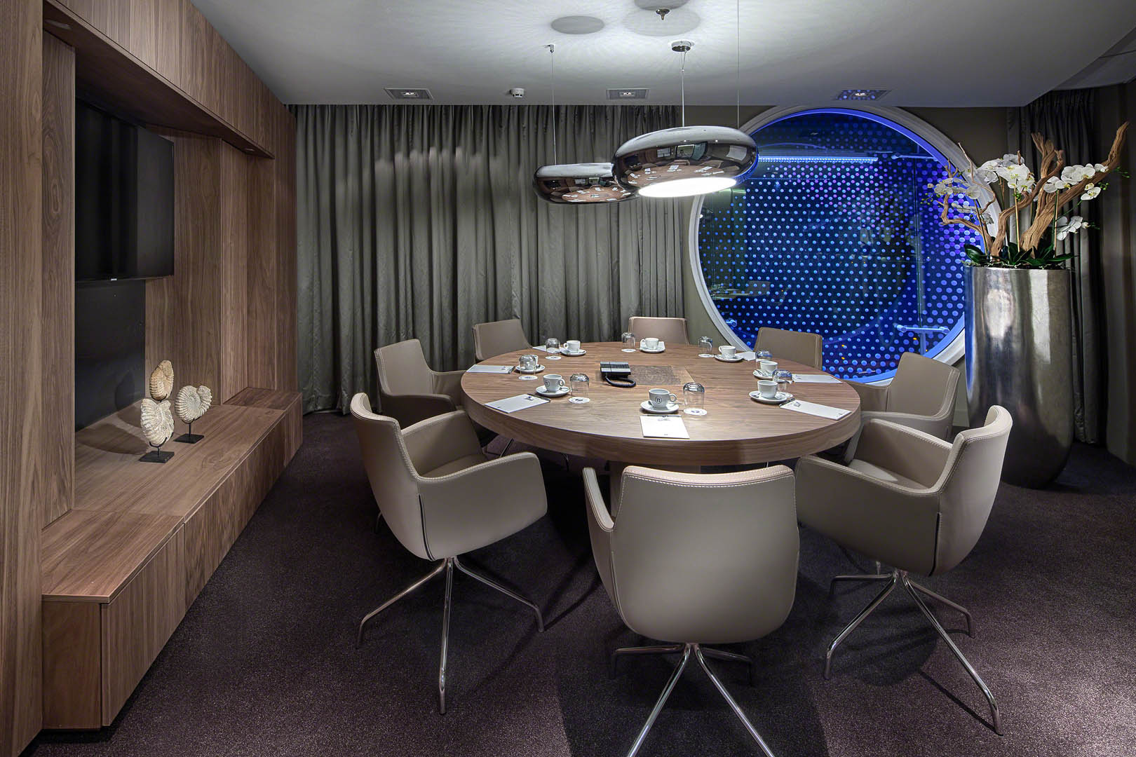 The boardroom design is based on the space's dual function as both a private dining area and a meeting room.