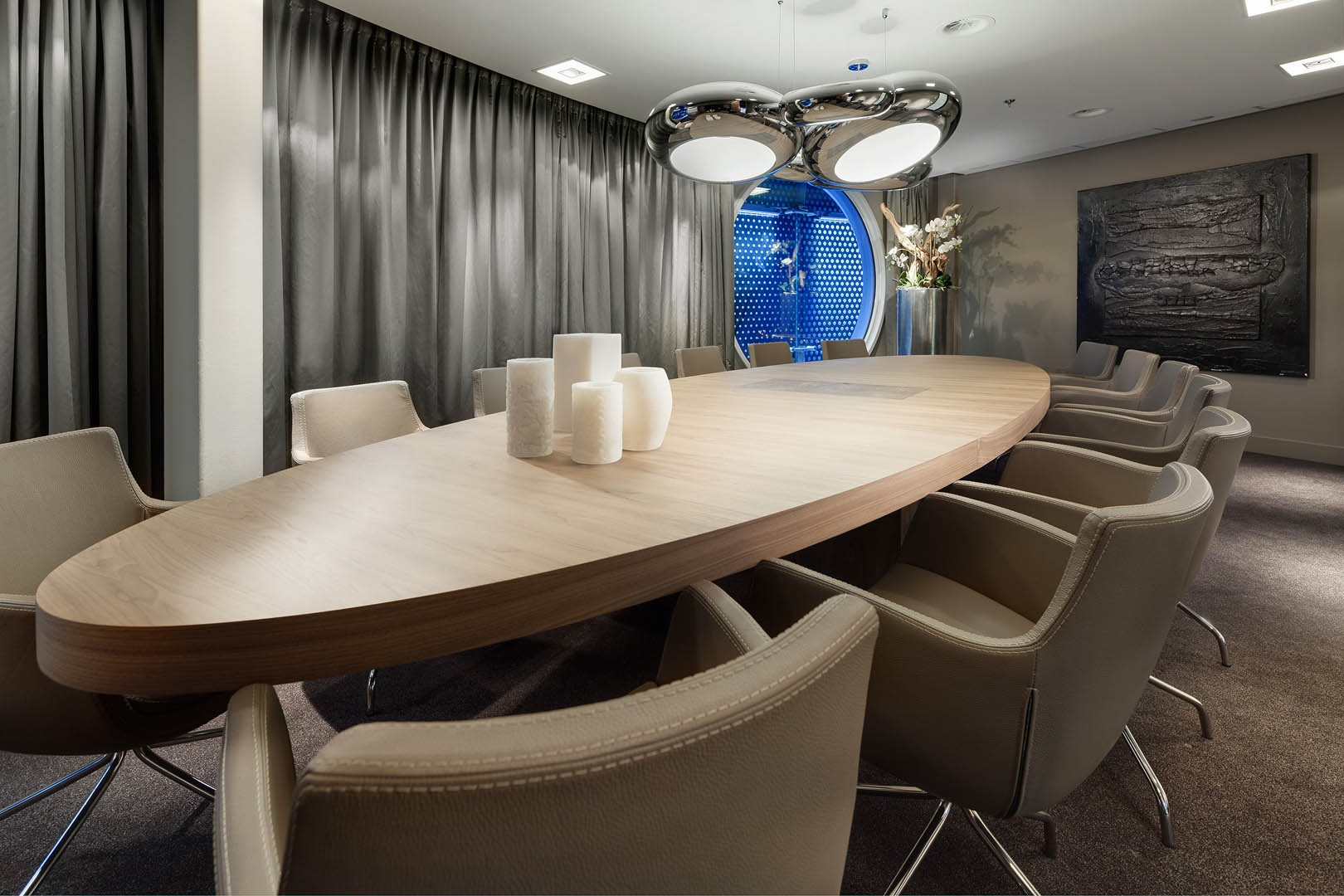 This multi-functional hospitality design comprises a luxurious boardroom design that can also be used as a private dining area.